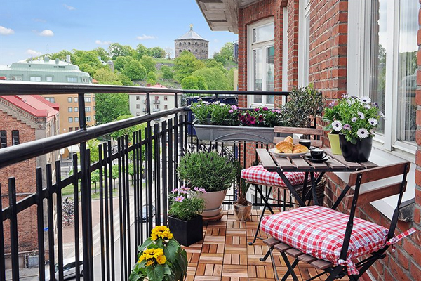 Balcony Garden Design Ideas | InteriorHolic.
