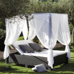 daybed-in-outdoor-decor-2